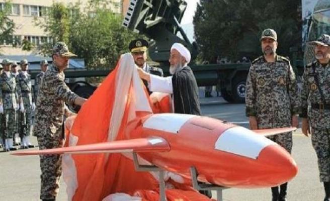 İran ürettiği İnsansız Hava Aracı Keyan'la sahnede