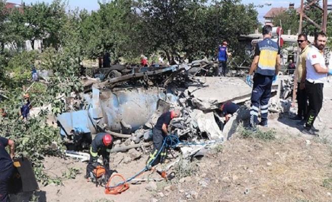 İş makinesi eve daldı... 4 kişi öldü