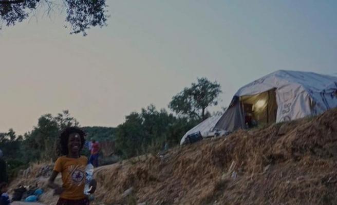 Kötü şartlarıyla ünlü Moria Kampı'ndan taşınmak isteyen göçmenlere polis müdahalesi