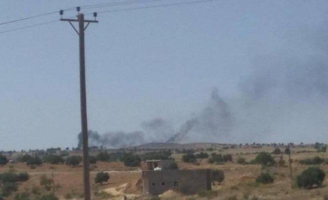 Libya'nın meşru hükümetinin uçakları, Batı destekli Hafter'in kontrolündeki mevzileri vurdu