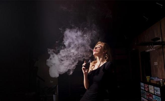 Modi hükümeti e-sigarayı yasakladı, tüccarlar şokta