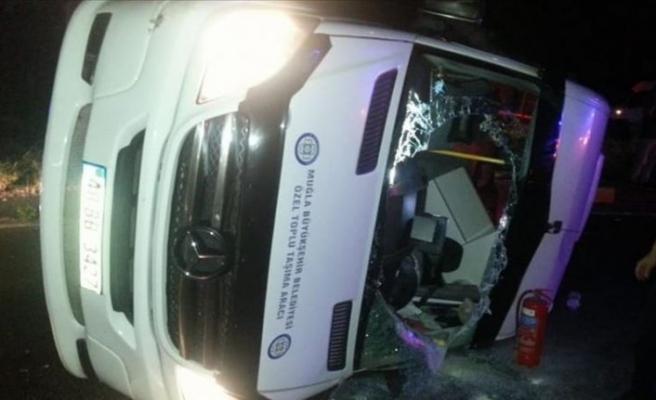 Muğla'da yolcu minibüsüyle otomobil çarpıştı: 14 yaralı