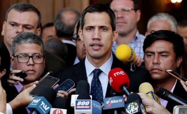 Paramiliter liderlerle fotoğraf çektiren Guaido'ya soruşturma
