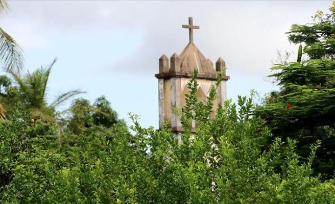 Senegal'deki Katolik Fransız okulundan tepki çeken başörtüsü yasağı