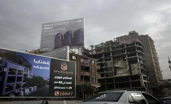 Sisi'li Mısır'da yolsuzluk zinciri.. Müteahhitler, oyunlar, suç ortaklığı