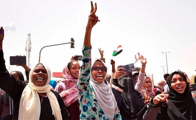 Sudan'da yeni hükümet kuruldu, ilk kadın bakan görev aldı