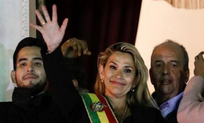 ABD'den Bolivya'da geçici devlet başkanı olan muhalif senatöre tebrik