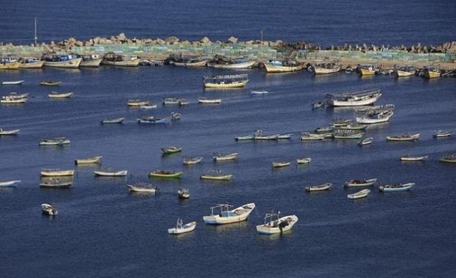 Filistin'e saldıran İsrail şimdi de balıkçılara yasak koydu