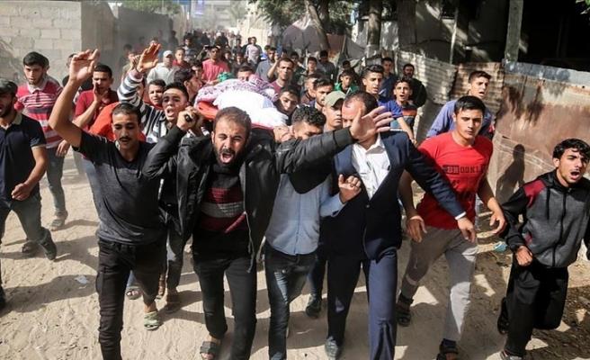 İsrail saldırısında ölen baba ve 2 oğlun cenazesi toprağa verildi