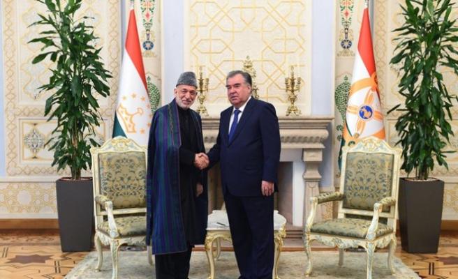 Tacikistan Cumhurbaşkanı, eski Afganistan Cumhurbaşkanı ile görüştü
