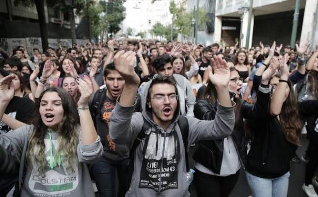 Yunanistan'da öğrencilerden protesto