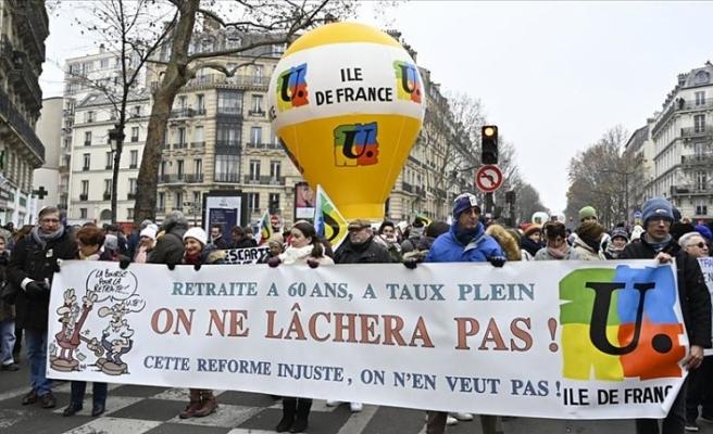 Fransa'da sendikalar emeklilik reformunun geri çekilmesini istiyor