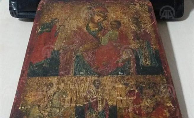 11. yüzyıla ait Hazreti İsa ve Meryem'i tasvir eden tablo kafede bulundu