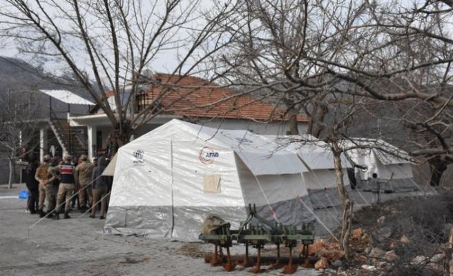 Adıyaman'ın köylerinde depremzedeler için çadırlar kuruldu