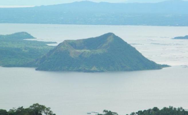 Filipinler'de bir ada yerleşime kapandı