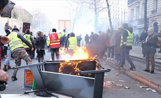 Fransa'da emeklilik reformuna karşı eylemler şiddete dönüştü