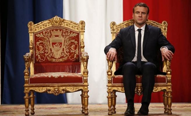 Huylu huyundan vazgeçmez.. Fransa Libya'yı sömürmeye devam