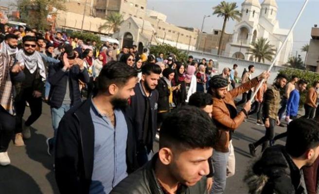 Iraklı göstericiler 9 şehirde yolları kapattı