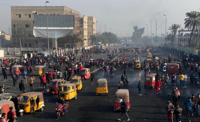 Irak'taki göstericiler Tahrir Meydanına toplanıyor