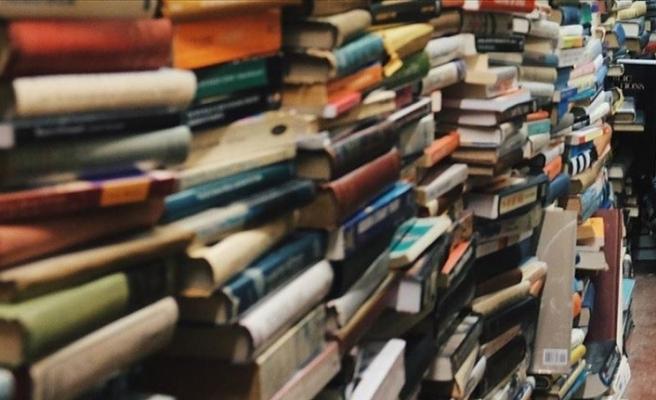 İran'da Türkçe kitap basan yayınevi kapatılarak sahibi hapse atıldı