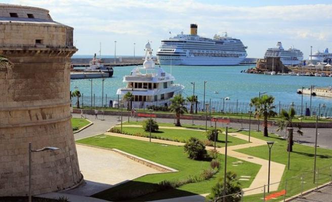 İtalya'daki 6 bin kişilik cruise gemisine coronavirüsü karantinası.. 27 Türk de gemide