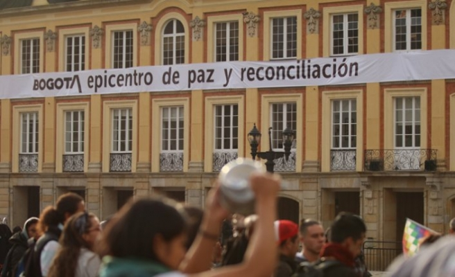 Kolombiya'da konser ve çatışma yan yana