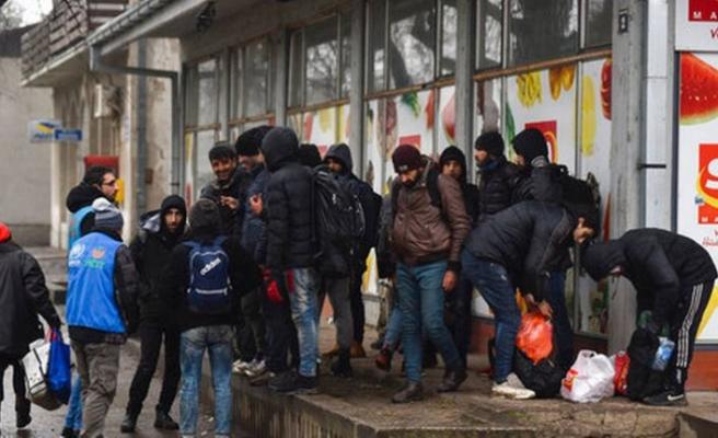 Sınır polisi göçmenleri durdurmak için ateş etti