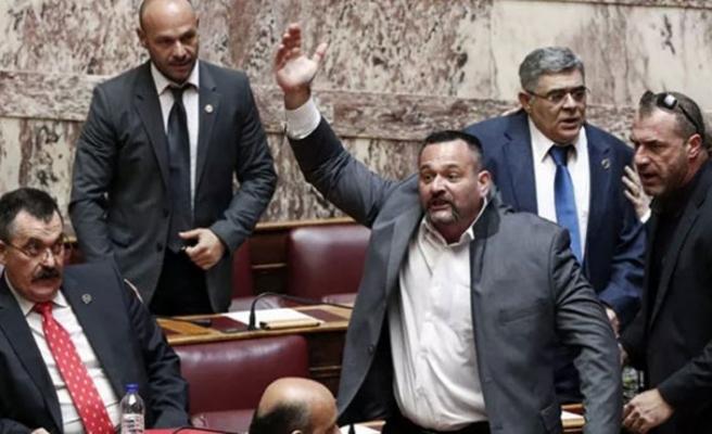 Türk bayrağını yırtan Yunan Milletvekili hakkında soruşturma başlatıldı