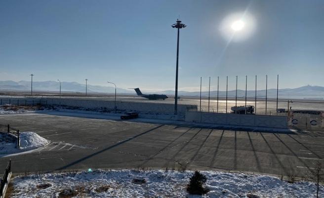 Çin'den getirilen Türklerin uçağı Moğolistan'dan kalktı