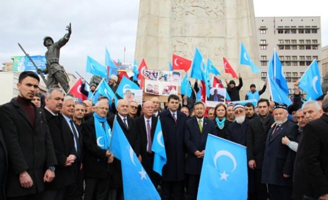 Çin'in Doğu Türkistan politikaları başkentte protesto edildi