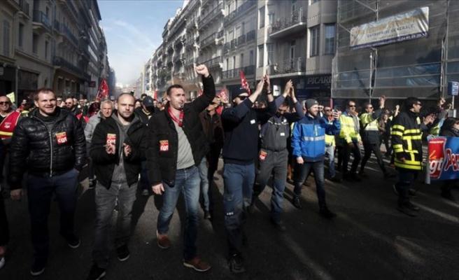 Fransa'da emeklilik reformuna karşı çıkanlar yeniden sokaklarda