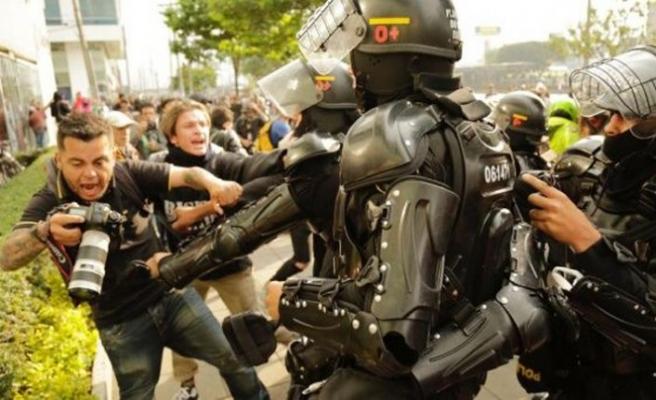 Kolombiya'da öğrenci grupları polisle çatıştı