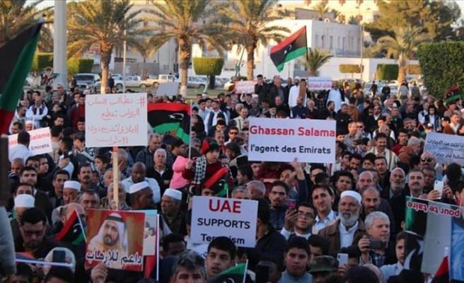 Libya'daki Sudanlılar, çocuklarının Hafter'in saflarında savaştırılmasını protesto etti