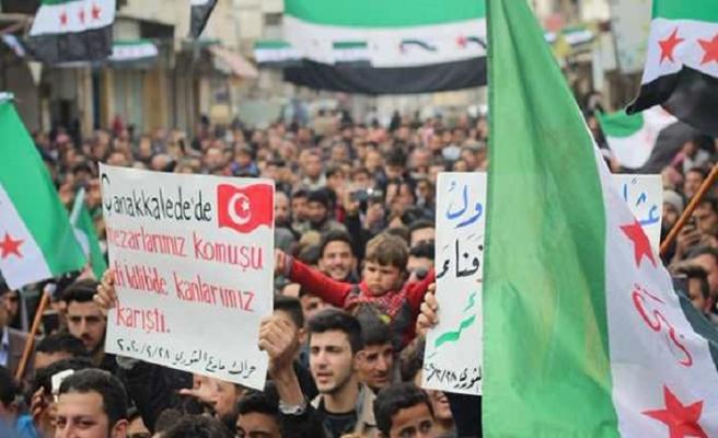 Suriye'de bir çok kentte halk Türk bayraklarıyla sokaklara döküldü