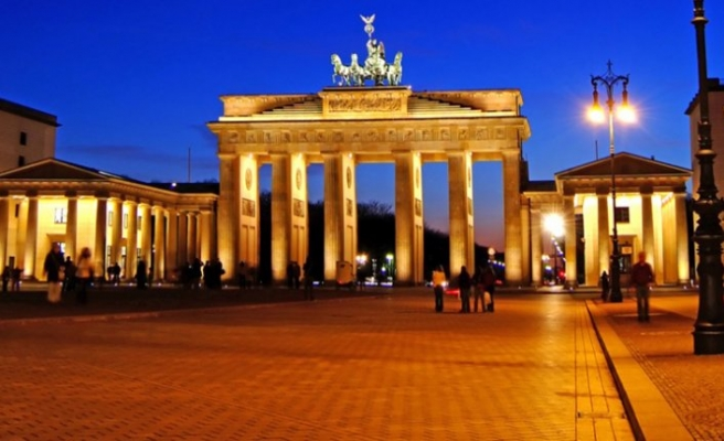 Almanya mülteci alım programını askıya aldı