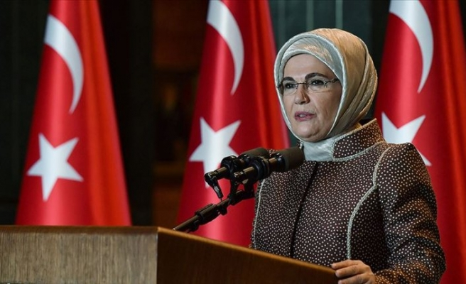 Emine Erdoğan'dan gençlere yaşlıları korumak için dayanışma çağrısı