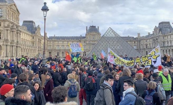 Fransa'da emeklilik reformu mecliste oylanmadan geçirilecek
