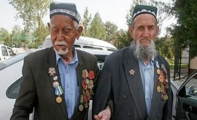 Özbekistan'da, II. Dünya Savaşı gazileri 9 Mayıs'a kadar 1.000 dolar alacaklar