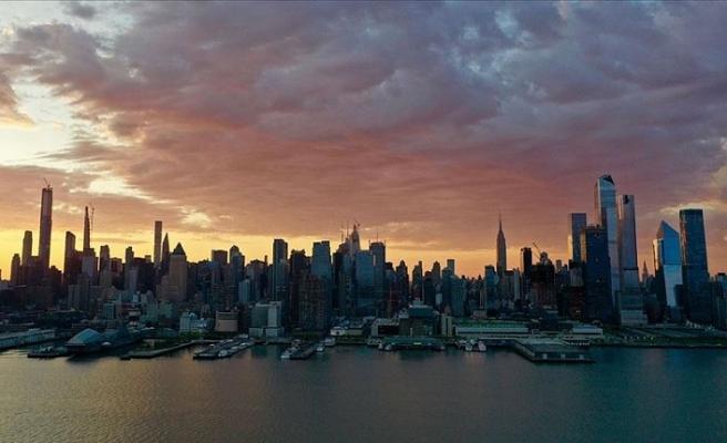 ABD'de Kovid-19'dan en çok etkilenen New York 'yeni bir safhaya' geçiyor
