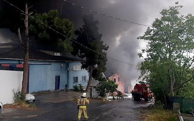 Avcılar'daplastik fabrikasında yangın