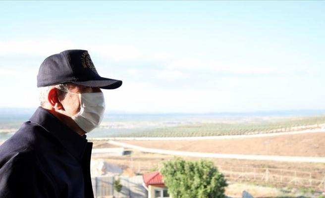 Bakan Akar ve TSK Komuta Kademesi Suriye sınırının sıfır noktasında