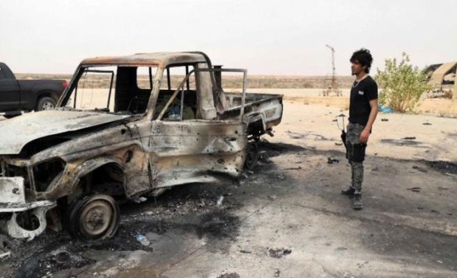 Darbeci Hafter milislerine ait askeri araçlar ve mühimmat taşıyıcı imha edildi