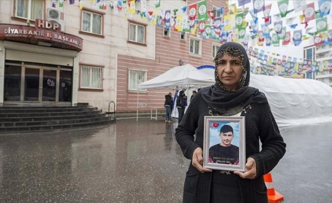 Diyarbakır anneleri: Geldiğimden beri 13 kişi teslim oldu. Anne babalarının yanındalar. Ben de o günü görmek istiyorum