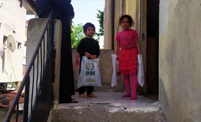 İHH Gazze'de 2 bin yetime bayramlık dağıttı