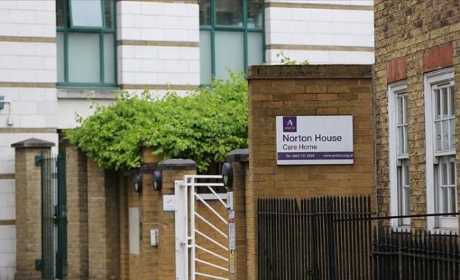 İngiltere'de bakımevi işletmecileri Kovid-19 ölümlerinden dolayı hükümeti suçladı