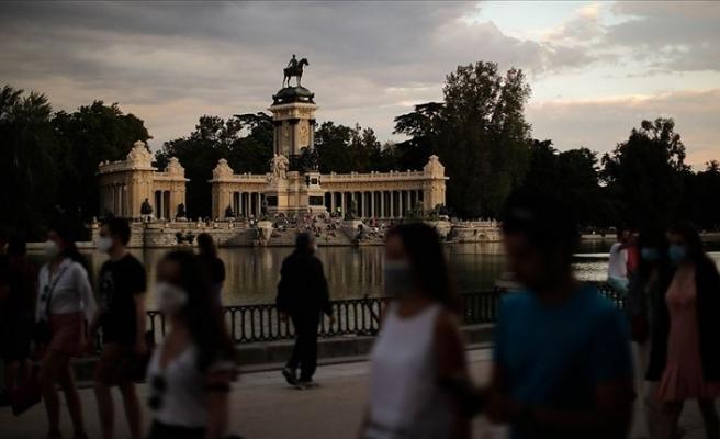 İspanya'da Kovid-19'dan ölenlerin sayısı yeni bir düzeltmeyle 27 bin 117 oldu
