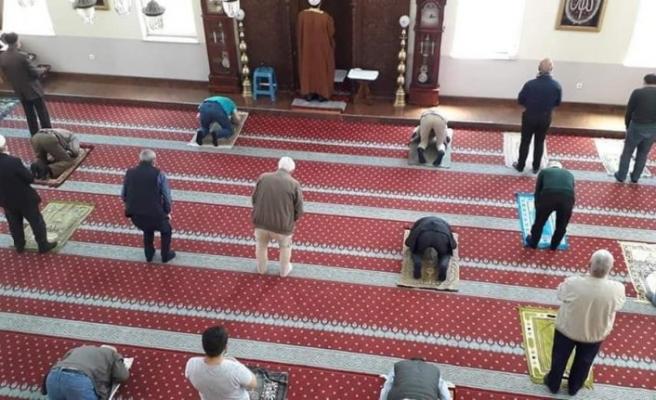 Kuzey Makedonya'da camiler yeniden cemaatle buluştu