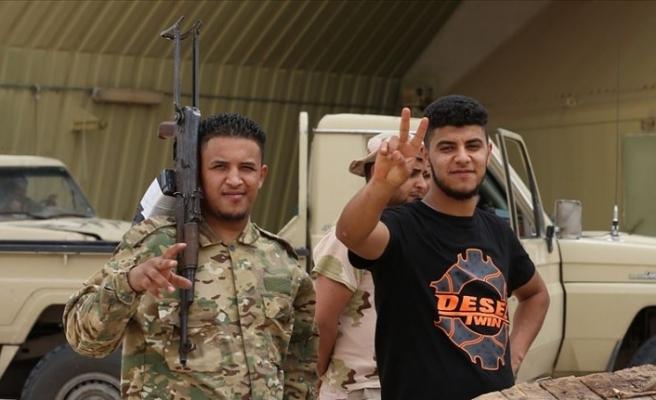 Libya ordusu 15 Hafter milisini ele geçirdi