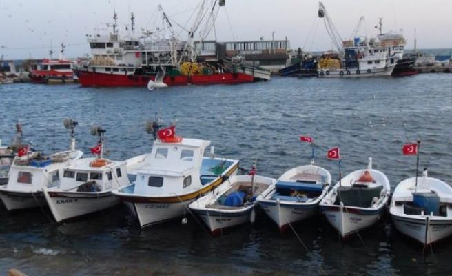 Marmara Denizi lodosla savruluyor.. Balıkçılar denize açılamadı