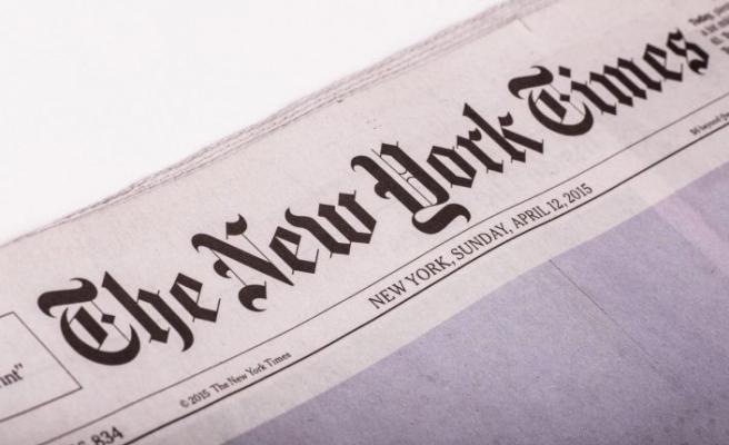 New York Times'dan çarpıcı koronavirüs manşeti: Ölenlerin isimlerini paylaştılar